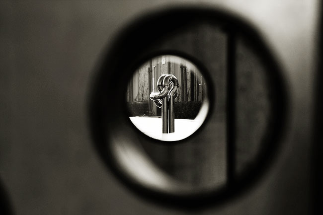 a look through the hole | Ein Blick durch das Loch