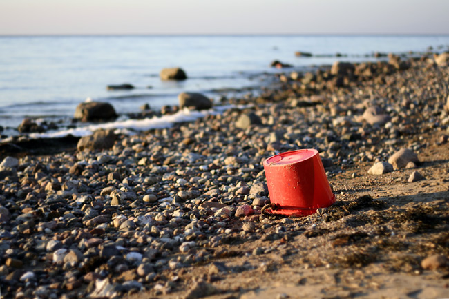 Red Bucket | Roter Eimer