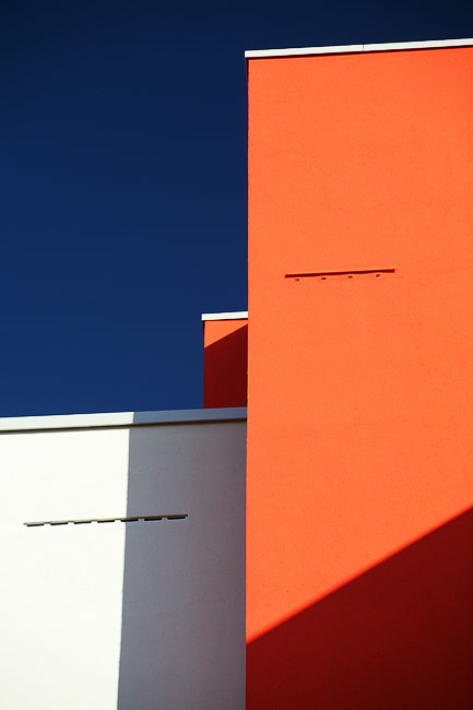 Orange white architecture | Orange weiße Fassade