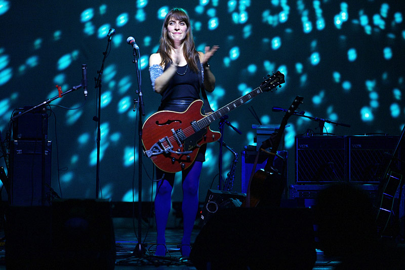 Leslie Feist on stage at the Admiralspalast, Berlin